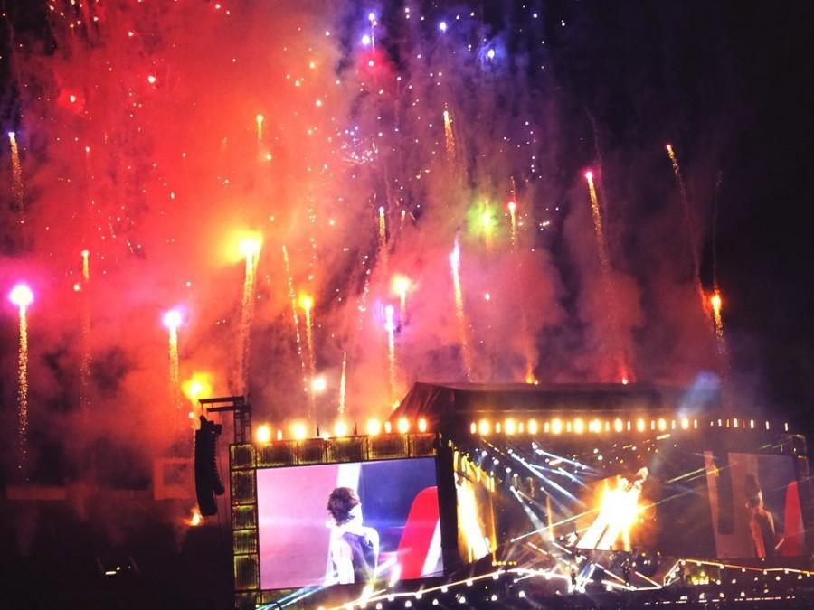 Fireworks+lighted+up+the+whole+stadium+during+the+concert.+