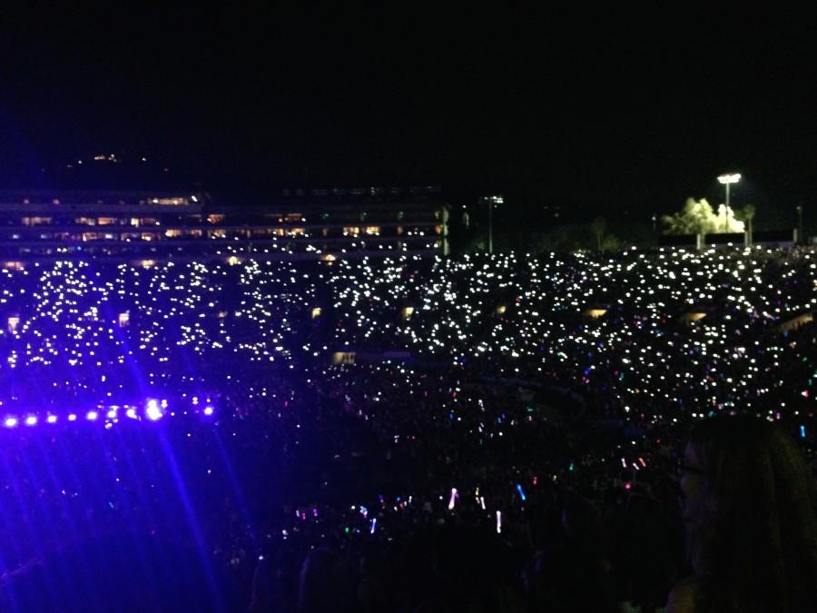 Fans light up the Rose Bowl during one of One Direction's more heartwarming songs