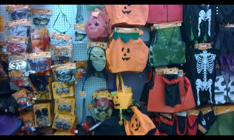 99+Cent+Store+is+currently+selling+masks%2C+costumes%2C+and+other+Halloween+access%E2%80%8Bories.